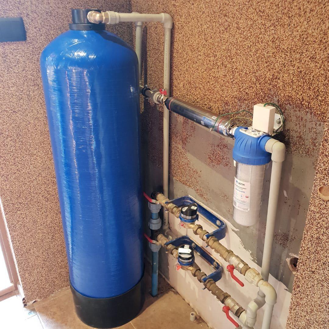 Kolumna wody z dileka i filtrem